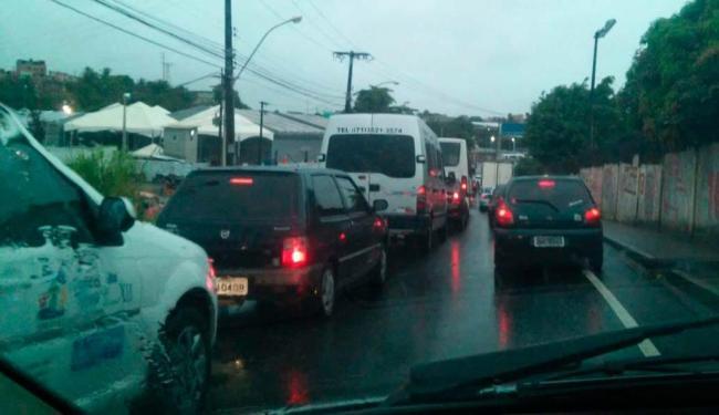 O mau tempo afeta o trânsito em várias pontos da cidade - Foto: Foto: Thiago Santana I Cidadão Repórter