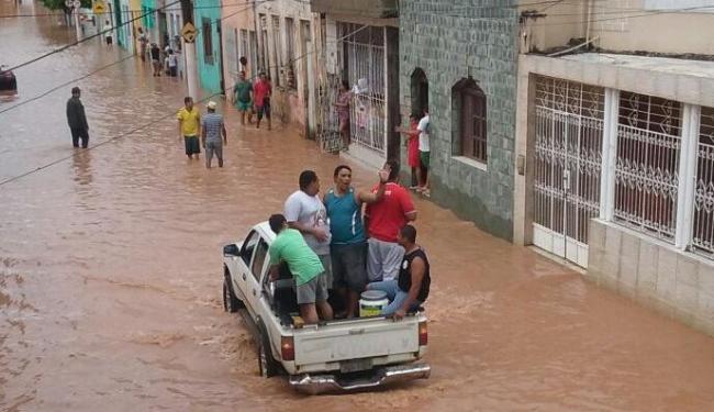 População de Santo Amaro se une para ajudar desabrigados - Foto: Tais Santos | Cidadão Repórter | Via WhatsApp