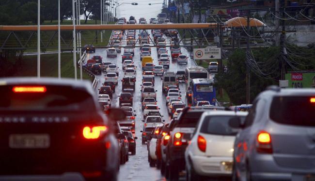 Paralela ficou completamente congestionada nesta manhã - Foto: Fernando Vivas | Ag. A TARDE