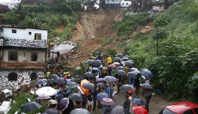 Pior situação aconteceu na San Martins, oito já foram encontrados mortos - Foto: Marco Aurélio Martins | Ag. A TARDE