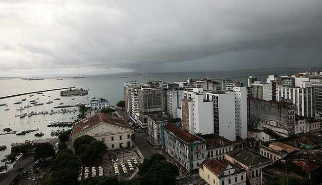 Feriadão terá predomínio de céu encoberto e chuvoso na capital - Foto: Mila Cordeiro | Ag. A TARDE