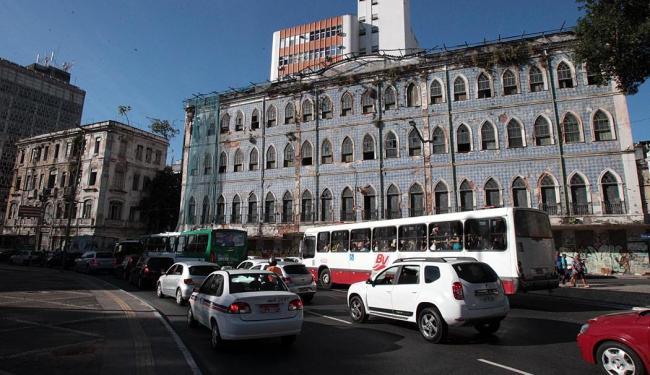 Imponente sobrado cogitado para abrigar hotel foi desapropriado - Foto: Lúcio Távora | Ag. A TARDE | 02.04.2015