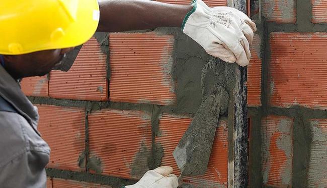 Desaceleração econômica está provocando uma onda de demissões na construção civil - Foto: Iracema Chequer   Ag. A TARDE