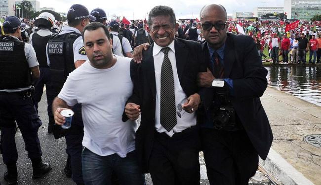 O deputado Vicentinho (PT-SP) foi atingido por spray de pimenta - Foto: Zeca Ribeiro   Câmara dos Deputados