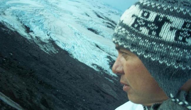 Juba estava no Nepal no momento do terremoto. Em foto de 2012, ele aparece em uma montanha - Foto: Reprodução | Facebook