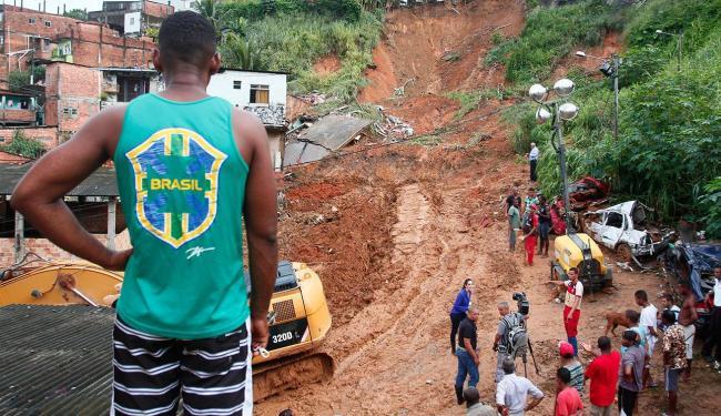 Vítimas dos deslizamentos de terra, como no Barro Branco, receberão auxílio da prefeitura - Foto: Edilson Lima | Ag. A TARDE