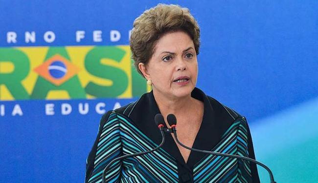 A presidente Dilma Rousseff na posse ao novo ministro da Educação, Renato Janine Ribeiro - Foto: Antonio Cruz | Agência Brasil)
