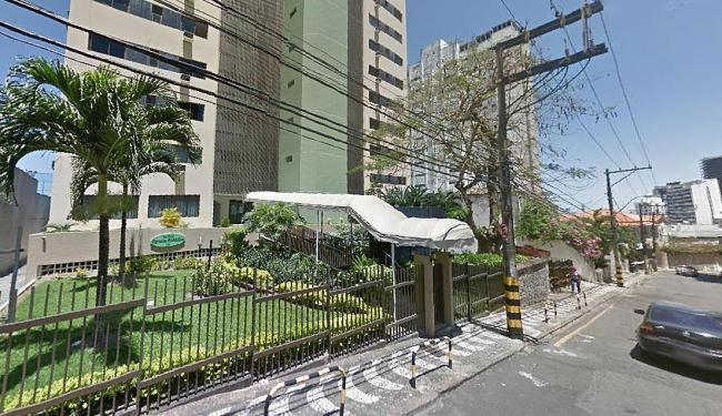 No destaque, à esquerda, o edifício onde o homem entrou - Foto: Reprodução | Google Street View