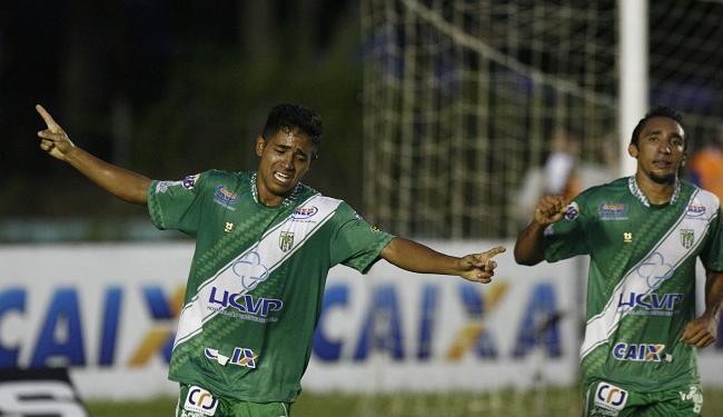 Diego Aragão se emociona ao comemorar segundo gol do Vitória da Conquista - Foto: Fernando Amorim | Ag. A Tarde