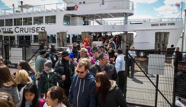 Centenas de turistas que se encontravam no local foram retirados da ilha como precaução - Foto: Agência Reuters