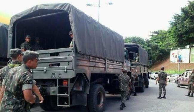 Militares vão auxiliar na retirada de moradores nas áreas de risco - Foto: Joá Souza | Ag. A TARDE