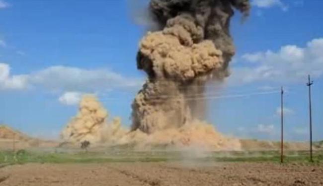 Mlicianos explodem as ruínas de Nimrud, no Iraque, antiga capital do Império Assírio. - Foto: Reprodução l UOL Mais