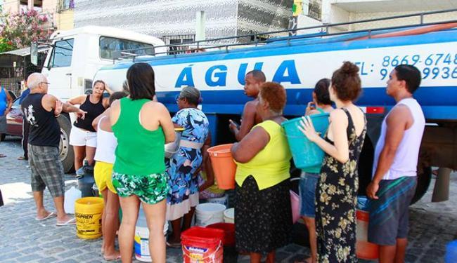 Embasa diz que fornecimento será normalizado gradativamente em 30% dos bairros - Foto: Edilson Lima | Ag. A TARDE