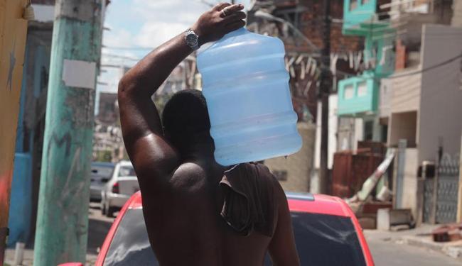 Em algumas localidades, os garrafões de água mineral chegam a custar R$ 30 - Foto: Lúcio Tavora   Ag. A ATARDE