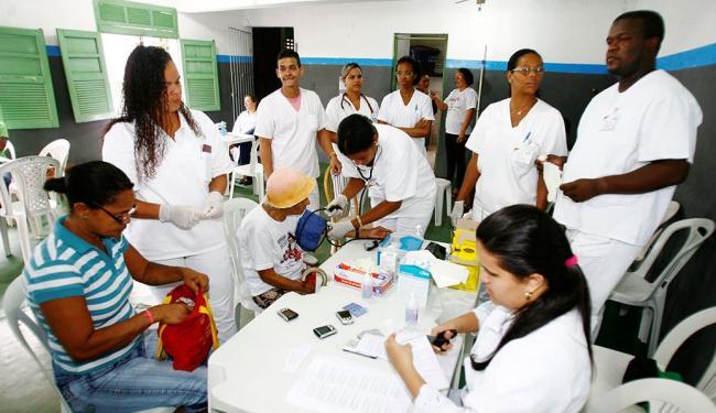 Aferição da pressão arterial foi um dos serviços oferecidos - Foto: Luciano da Matta | Ag. A TARDE