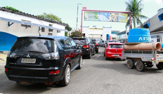 Fila é maior para quem viaja de carro - Foto: Edilson Lima   Ag. A TARDE