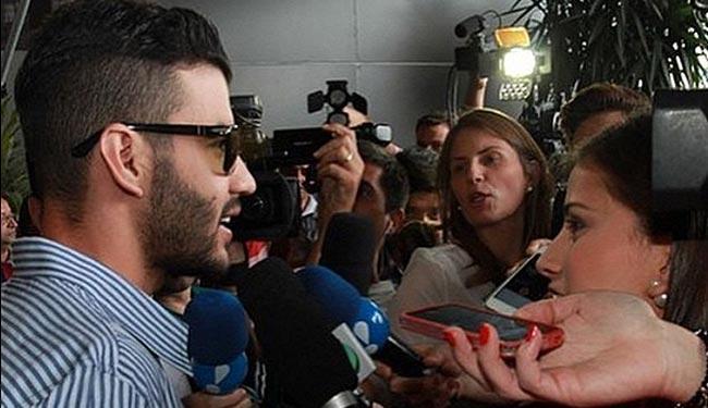 O cantor deixou o hospital esta tarde e falou com a imprensa na saída - Foto: Reprodução | Instagram