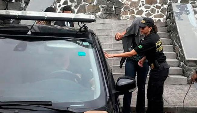 Hélia Santos da Hora foi levada para o aeroporto de Salvador - Foto: Paula Pitta | Ag. A TARDE