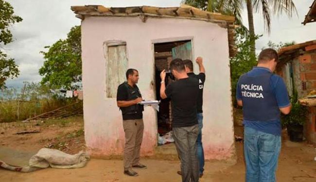 Os corpos dos homens foram encontrados na casa da mãe de Fabrício - Foto: Reprodução | Ed Santos | Site Acorda Cidade