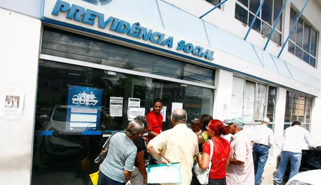 Ocorrência se deu por volta das 7h15 e os usuários teve de aguardar pela normalização dos serviços - Foto: Luciano da Matta   Ag. A TARDE