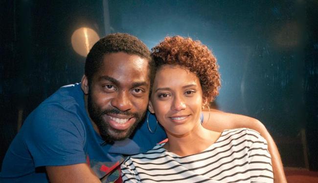 Casal Lázaro Ramos e Taís Araújo atuam juntos em série da Globo - Foto: AC Junior | Divulgação