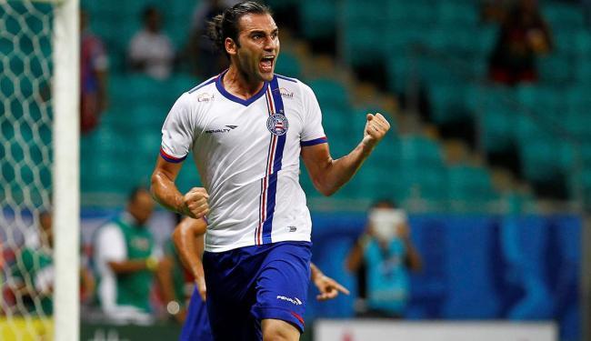 Léo Gamalho celebra um de seus gols na Fonte Nova - Foto: Eduardo Martins | Ag. A TARDE