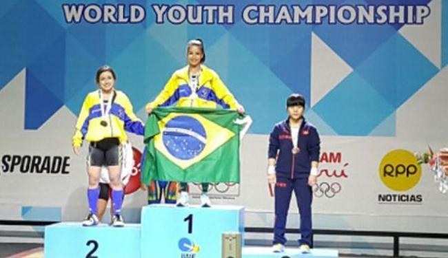 Luane (E) e Aline (C) subiram no pódio da categoria 48 kg do Mundial Juvenil - Foto: Divulgação