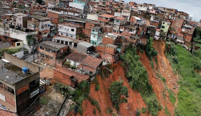 O bairro do Lobato, no subúrbio de Salvador, foi uma das áreas afetadas pela chuva - Foto: Manu Dias   GOVBA