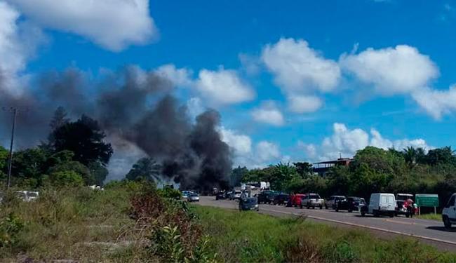 Manifestantes fecharam a rodovia nos dois sentidos - Foto: Rubenildo Duarte | Cidadão Repórter | Via Whatsapp