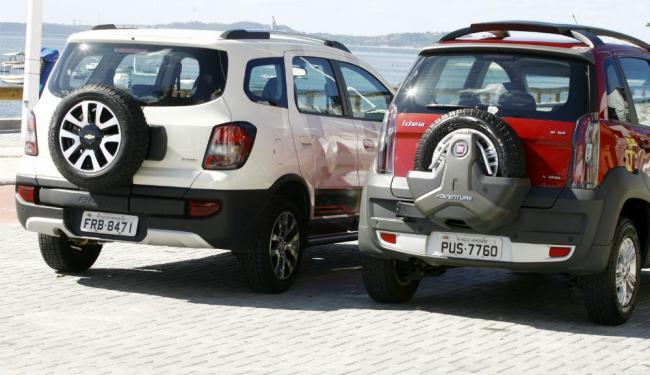 Modelos de segmentos variados possuem visual com pneu na tampa do porta-malas - Foto: Luciano da Matta | Ag. A TARDE
