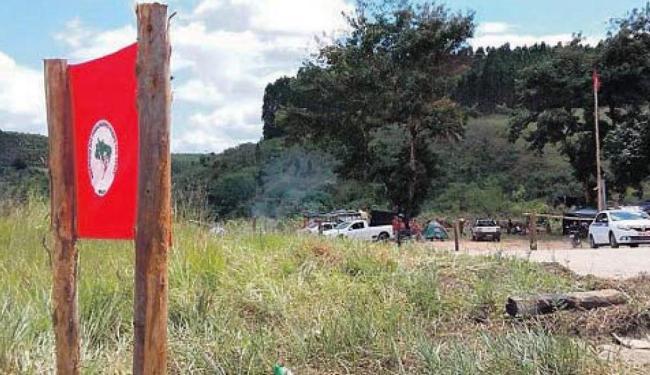Fazenda Nossa Senhora de Fátima, situada em Eunápolis, exibe bandeira do MST - Foto: Divulgação | MST-BA