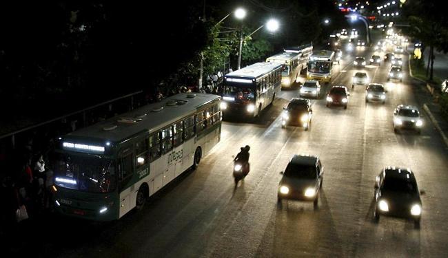 Coletivos à noite facilitarão a mobilidade - Foto: Adilton Venegeroles | Ag. A TARDE