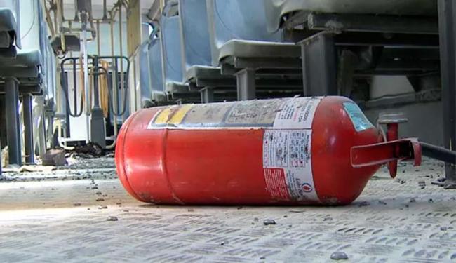 Grupo invadiu ônibus e colocou fogo - Foto: Reprodução | TV Bahia