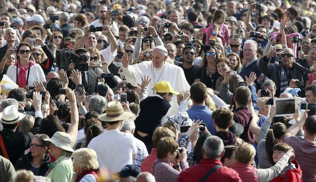 Papa discursou na audiência geral na Praça de São Pedro, perante cerca de 30 mil fiéis - Foto: Agência Reuters