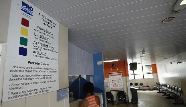No 16º Centro de Saúde, no bairro do Pau Miúdo, o atendimento foi suspenso - Foto: Fernando Amorim | Ag. A TARDE