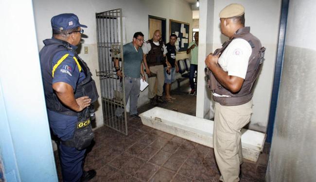 Crime foi cometido por dois homens que invadiram a delegacia da cidade - Foto: Luiz Tito | Ag. A TARDE
