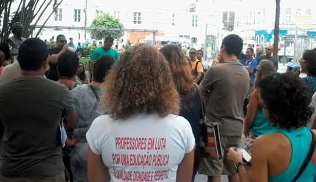 Grupo de professores estaduais fizeram ato separado da APLB - Foto: Edilson Lima | Ag. A TARDE