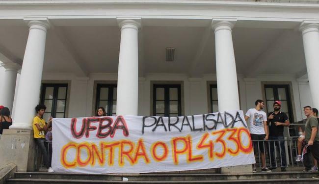 Pela manhã, um grupo com 40 pessoas protestou contra a PL 4330 - Foto: Reprodução | Facebook