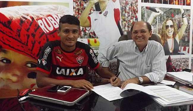 Time passa a ter 100% dos direitos federativos do jogador - Foto: E.C. Vitória | Divulgação