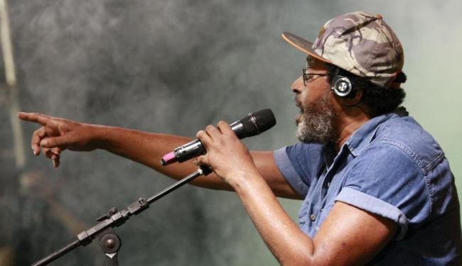 O cantor Edson Gomes apresenta-se num show em Periperi - Foto: Margarida Neide | Ag. A TARDE