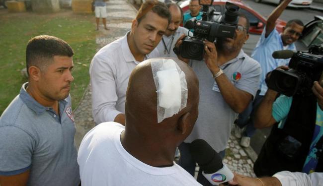 Holyfield levou corte na cabeça e precisou de cinco pontos de sutura - Foto: Adilton Venegeroles | Ag. A TARDE