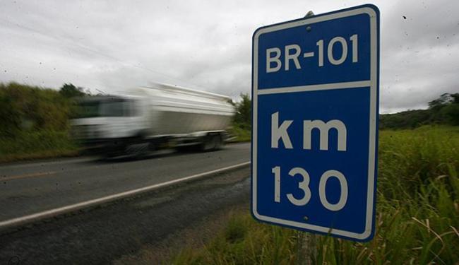 Entre as obras já contratadas, está a duplicação, na BR-101, da via entre Feira e a divisa com Sergi - Foto: Raul Spinassé | Ag. A TARDE