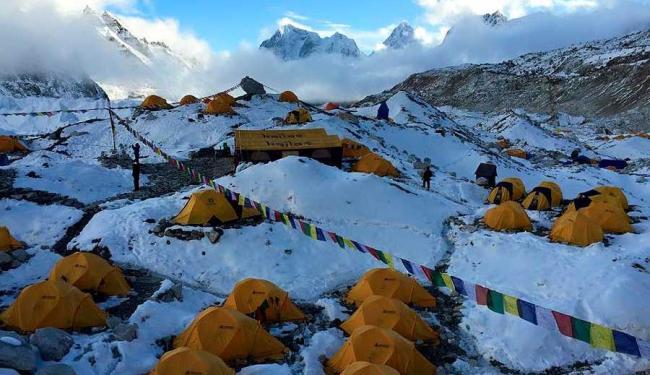 É a segunda vez que o alpinista tenta escalar o Everest e é surpreendido por catástrofes naturais - Foto: Reprodução | Facebook