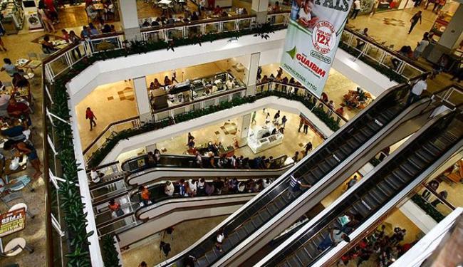 Alguns shoppings da capital funcionam em horários especiais neste feriadão - Foto: Margarida Neide | Ag. A TARDE