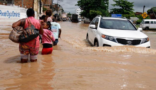 No último dia 11, o Rio Subaé transbordou e inundou a cidade de Santo Amaro - Foto: Luiz Tito | Ag. A TARDE