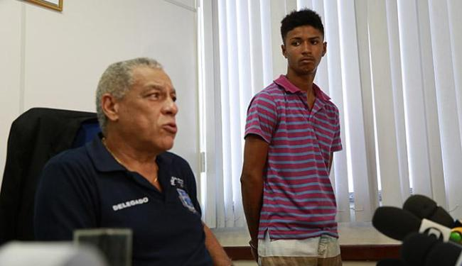Delegado afirma que jovem agiu a mando do chefe de uma quadrilha de roubo de veículos - Foto: Joá Souza   Ag. A TARDE