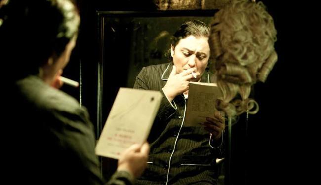 A atriz Cácia Goulart faz monólogo em espetáculo adaptado da obra de Liev Tolstói - Foto: | Divulgação