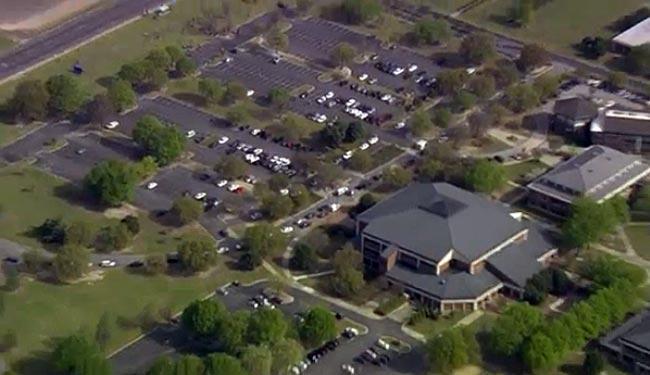 Vista aérea da universidade de Wayne, onde aconteceu o tiroteio - Foto: Reprodução   Vídeo   WRAL.com