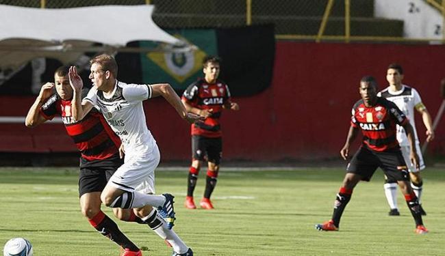 A partida foi bastante equilibrada nas duas etapas, com os jogadores buscando o gol - Foto: Fernando Amorim | Ag. A TARDE