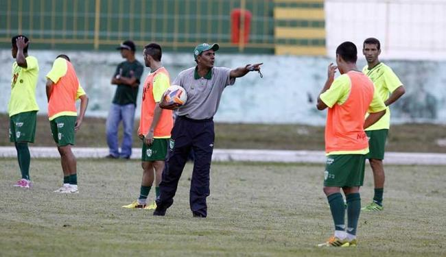 Técnico Evandro Guimarães orienta pupilos em treinamento - Foto: Fernando Amorim | Ag. A TARDE